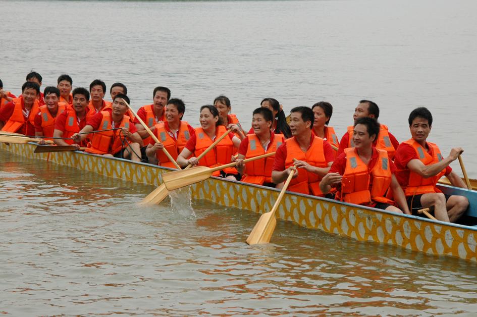 Hengjiu Dragon Boat Team participates in Dragon Boat Festival.